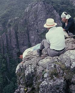大峰山は古くから山伏の修行の場であり、現在も捨身行が行われている